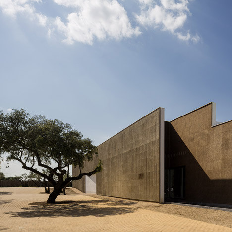 Portuguese architect, Jose Carlos Cruz has used cork to clad this hotel in the Portuguese region of the Alentejo.